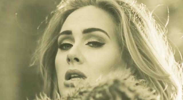 """Aí Sara vem e me posta agorinha no Facebook: """"And Adele… Oh thank goodness for you."""" Como não amar essas mulheres?"""